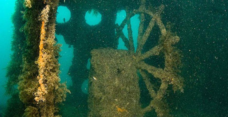 Затонувшее судно Байкал